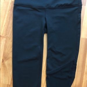 Gap Fit cropped yoga pant with left leg mesh XS